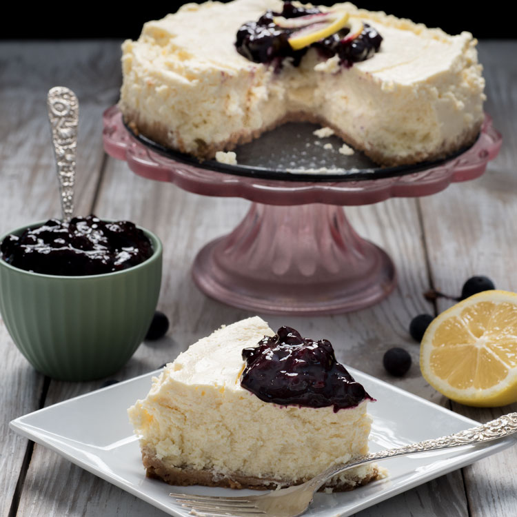 Easy Instant-pot Meals: Cheesecake with blueberry sauce