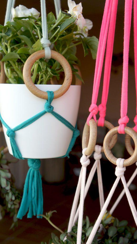 Bohemian inspired bedroom: DIY plant hangers