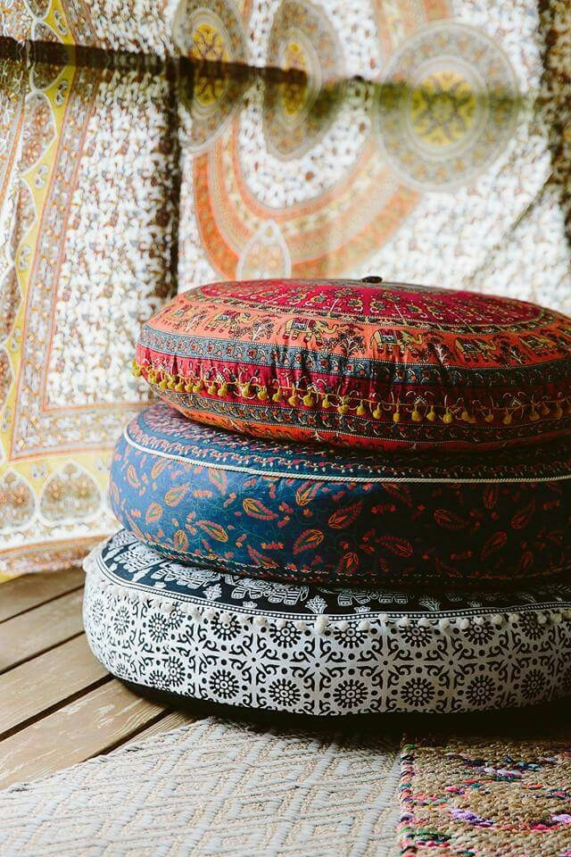 Bohemian Inspired Bedroom: Floor pillows