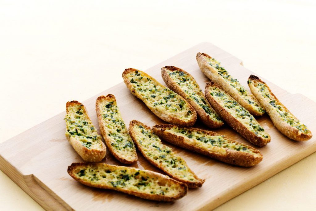 Low carb keto bread recipes:Keto garlic bread