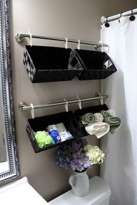 Organize your bathroom : hanging baskets
