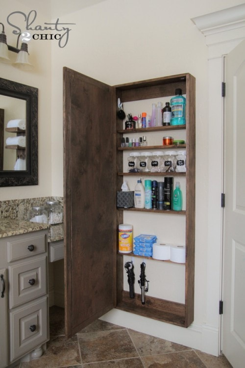 organize your bathroom : large framed mirror