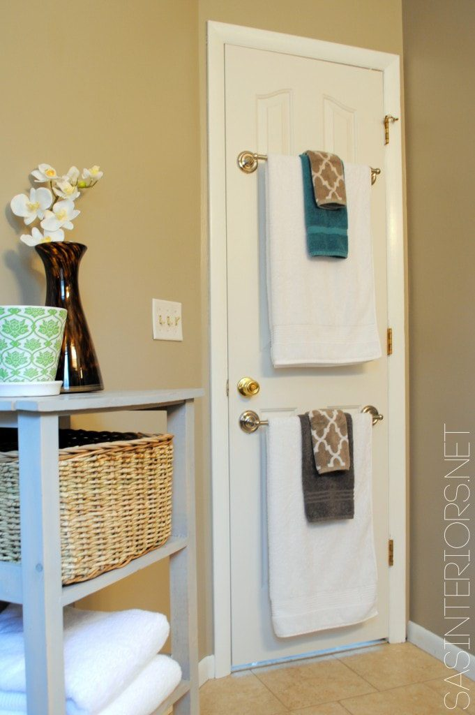 organize your bathroom : rails behind door