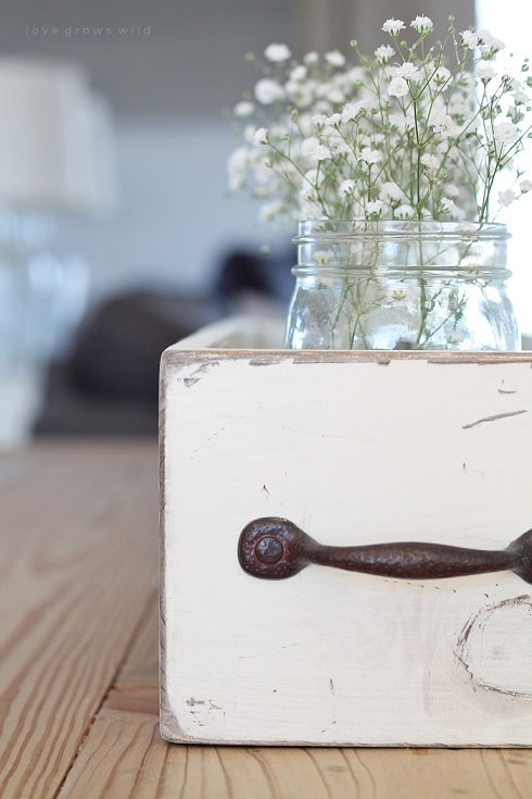 diy farmhouse decor: diy wood box centrepiece