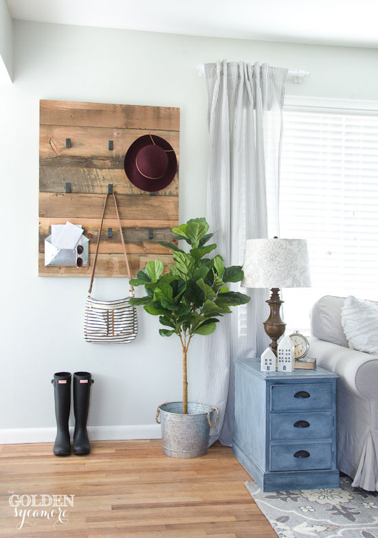 diy farmhouse decor: diy wooden coat rack
