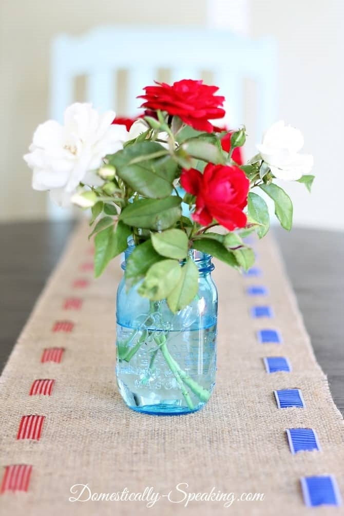 DIY fourth of July decorations: burlap runner