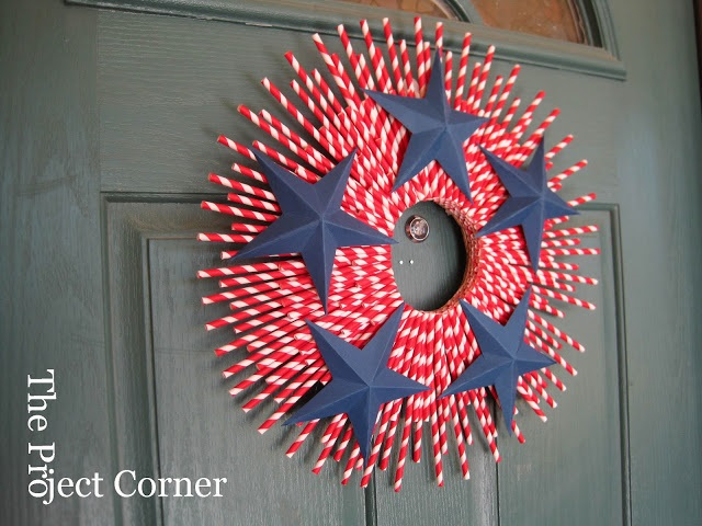 DIY fourth of July decorations: paper straw wreath