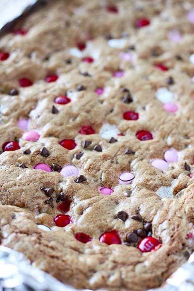 Valentines Day Desserts: Valentine's M&M Cookie Bars