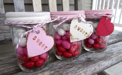 Valentines Day Gift Ideas: Layered Candy Mason Jar