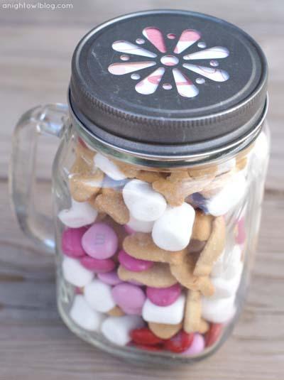 Valentines Day Gift Ideas: Valentine's S'mores Jar